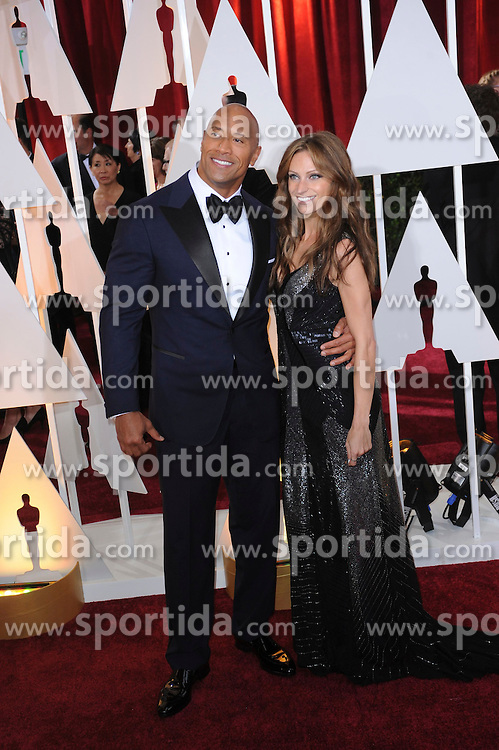 22.02.2015, Dolby Theatre, Hollywood, USA, Oscar 2015, 87. Verleihung der Academy of Motion Picture Arts and Sciences, im Bild Dwayne Johnson &amp; Lauren Hashian // attends 87th Annual Academy Awards at the Dolby Theatre in Hollywood, United States on 2015/02/22. EXPA Pictures &copy; 2015, PhotoCredit: EXPA/ Newspix/ PGMP<br /> <br /> *****ATTENTION - for AUT, SLO, CRO, SRB, BIH, MAZ, TUR, SUI, SWE only*****
