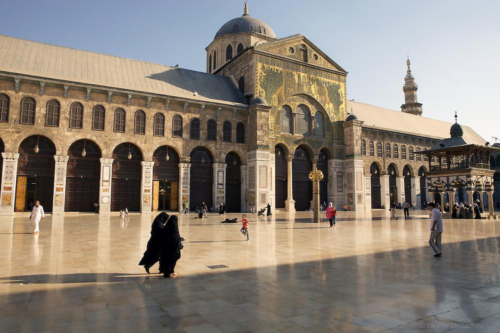 Inside Umayyades Mosque, Syria. Dans la Mosquée des Omeyyades, Syrie.