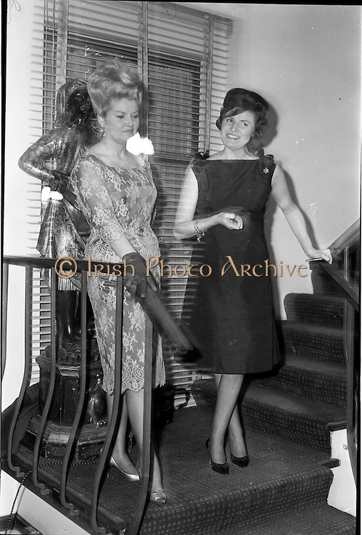 18/04/1962<br /> 04/18/1962<br /> 18 April 1962 <br /> Betty Whelan and Associates Reception at the Gresham Hotel, Dublin. At the event were (l-r): Nis Betty Whelan and Mrs J. Duggan (Director of Betty Whelan and Associates).