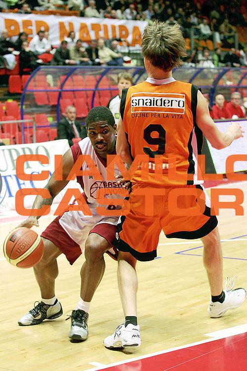 DESCRIZIONE : Livorno Lega A1 2005-06 Basket Livorno Snaidero Basketball Udine<br /> GIOCATORE : Mc Pherson<br /> SQUADRA : Basket Livorno<br /> EVENTO : Campionato Lega A1 2005-2006<br /> GARA : Basket Livorno Snaidero Basketball Udine<br /> DATA : 09/04/2006<br /> CATEGORIA : Penetrazione<br /> SPORT : Pallacanestro<br /> AUTORE : Agenzia Ciamillo-Castoria/Stefano D'Errico