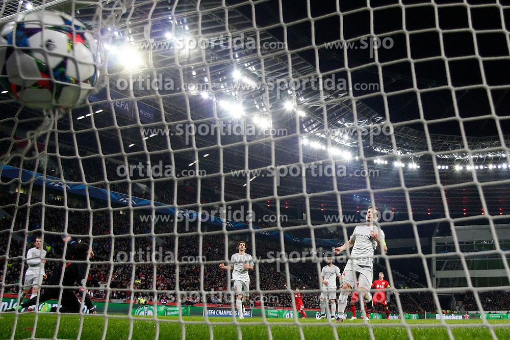 25.02.2015, BayArena, Leverkusen, GER, UEFA CL, Bayer 04 Leverkusen vs Atletico Madrid, Achtelfinale, Hinspiel, im Bild Hakan Calhanoglu (Bayer 04 Leverkusen #10 - nicht im Bild) mit dem Fuehrungs Tor zum 1:0 // during the UEFA Champions League Round of 16, 1st Leg match between between Bayer 04 Leverkusen and Club Atletico de Madrid at the BayArena in Leverkusen, Germany on 2015/02/25. EXPA Pictures &copy; 2015, PhotoCredit: EXPA/ Eibner-Pressefoto/ Schueler<br /> <br /> *****ATTENTION - OUT of GER*****