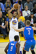 Golden State Warriors guard Shaun Livingston (34) shoots a jumper against the Oklahoma City Thunder at Oracle Arena in Oakland, Calif., on November 3, 2016. (Stan Olszewski/Special to S.F. Examiner)