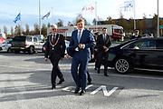 Koning Willem Alexander opent Joint Inspection Center op Schiphol. Het Joint Inspection Center heeft tot doel om een veiligere en effici&euml;ntere vrachtafhandeling op Schiphol mogelijk te maken door verschillende handhavers en inspectiediensten samen te laten werken aan controles van luchtvracht.<br /> <br /> King Alexander opens Joint Inspection Centre at Schiphol. The Joint Inspection Center aims to enable a safer and more efficient cargo handling at the airport by different enforcement and inspection services to collaborate on inspections of air cargo.<br /> <br /> Op de foto / On the photo:  Aankomst / Arrival