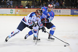 04.01.2015, Helios Arena, Schwenningen, GER, DEL, Schwenninger Wild Wings vs Iserlohn Roosters, 35. Runde, im Bild (l.) Blank Boris (Iserlohn Roosters) im Zweikampf, Aktion, mit (r.) Alexander Dueck (Schwenninger Wild Wings) // during Germans DEL Icehockey League 35th round match between Schwenninger Wild Wings and Iserlohn Roosters at the Helios Arena in Schwenningen, Germany on 2015/01/04. EXPA Pictures © 2015, PhotoCredit: EXPA/ Eibner-Pressefoto/ Laegler<br /> <br /> *****ATTENTION - OUT of GER*****