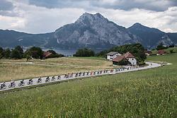 08.07.2017, Wels, AUT, Ö-Tour, Österreich Radrundfahrt 2017, 6. Etappe von St. Johann/Alpendorf nach Wels (203,9 km), im Bild das Feld am Traunsee, Pberösterreich // the peleton at the Traunsee Upper Austria during the 6th stage from St. Johann/Alpendorf to Wels (203,9 km) of 2017 Tour of Austria. Wels, Austria on 2017/07/08. EXPA Pictures © 2017, PhotoCredit: EXPA/ Reinhard Eisenbauer