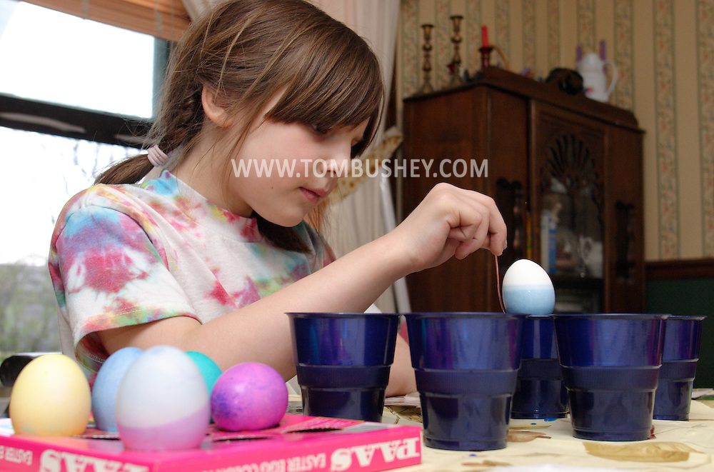 Middletown, N.Y. - A 7-year-old girl colors Easter eggs on April 15, 2006. ©Tom Bushey/The Image Works.Model release available.