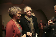 Jonathan Pryce, Party to launch High Tide Writers Festival which will be held in Halesworth, Suffolk. Adam St. Club. 10 January 2007.  -DO NOT ARCHIVE-© Copyright Photograph by Dafydd Jones. 248 Clapham Rd. London SW9 0PZ. Tel 0207 820 0771. www.dafjones.com.