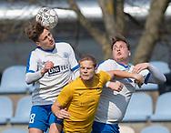 FODBOLD: Stefan Fjeldsted Jensen (Ølstykke FC) mellem Mads Heegaard og Tobias Kruse (Humlebæk) under kampen i Serie 2 mellem Ølstykke FC og Humlebæk Boldklub den 6. april 2019 på Ølstykke Stadion. Foto: Claus Birch.