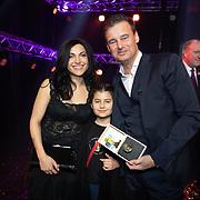 NLD/Hilversum/20200130 - Uitreiking De Gouden RadioRing 2020, Wilfred Genee met zijn partner Lili Pirayesh en hun dochtertje