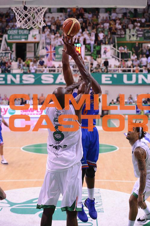 DESCRIZIONE : Siena Lega Basket A 2012-13  Montepaschi Siena Enel Brindisi<br /> GIOCATORE : Jerai Grant<br /> CATEGORIA : tiro equilibrio<br /> SQUADRA : Enel Brindisi<br /> EVENTO : Campionato Lega A 2012-2013 <br /> GARA : Montepaschi Siena Enel Brindisi<br /> DATA : 26/09/2012<br /> SPORT : Pallacanestro  <br /> AUTORE : Agenzia Ciamillo-Castoria/ GiulioCiamillo<br /> Galleria : Lega Basket A 2012-2013  <br /> Fotonotizia : Siena Lega Basket A 2012-13 Montepaschi Siena Enel Brindisi<br /> Predefinita :