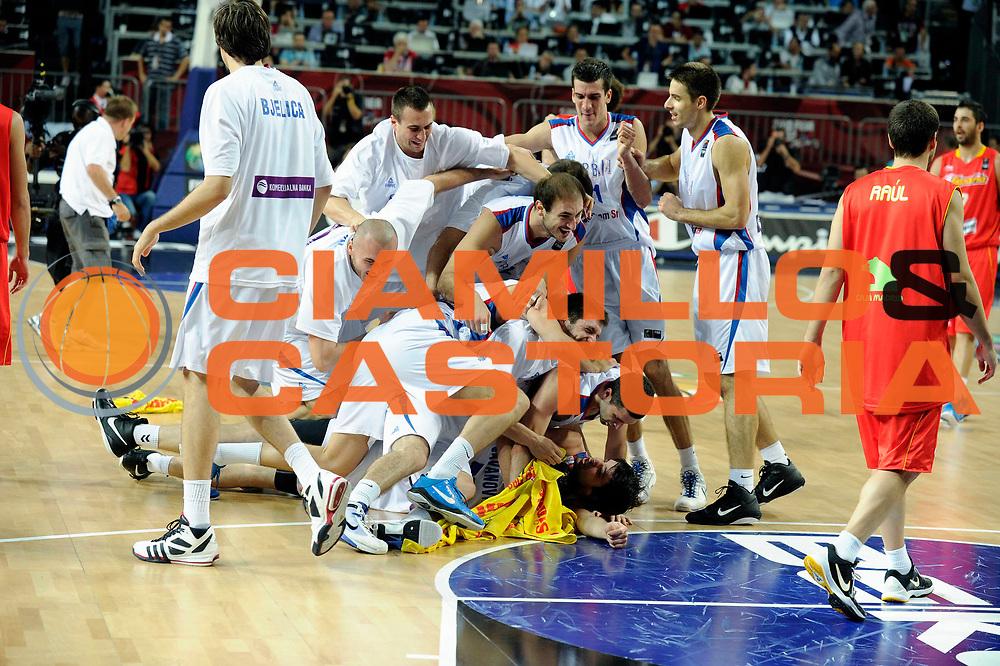 DESCRIZIONE : Istanbul Turchia Turkey Men World Championship 2010 Quarter Finals Campionati Mondiali Quarti di Finale Serbia Spain<br /> GIOCATORE : Team Serbia<br /> SQUADRA : Serbia<br /> EVENTO : Istanbul Turchia Turkey Men World Championship 2010 Campionato Mondiale 2010<br /> GARA : Serbia Spain Serbia Spagna<br /> DATA : 08/09/2010<br /> CATEGORIA : esultanza jubilation<br /> SPORT : Pallacanestro <br /> AUTORE : Agenzia Ciamillo-Castoria/JF.Molliere<br /> Galleria : Turkey World Championship 2010<br /> Fotonotizia : Istanbul Turchia Turkey Men World Championship 2010 Quarter Finals Campionati Mondiali Quarti di Finale Serbia Spain<br /> Predefinita :