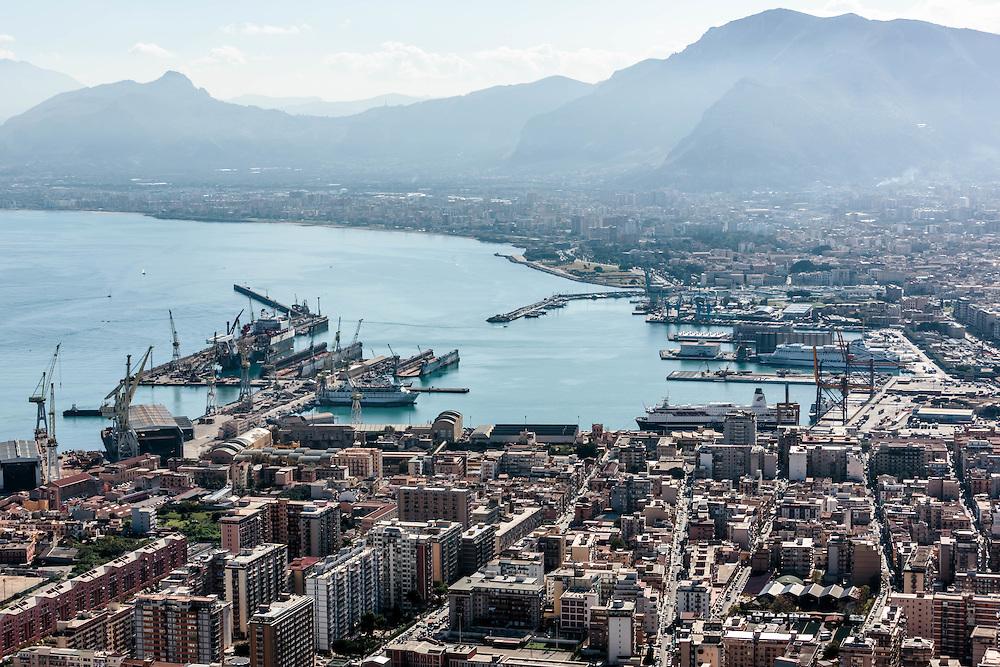 Palermo: la città dal Castello Utveggio.