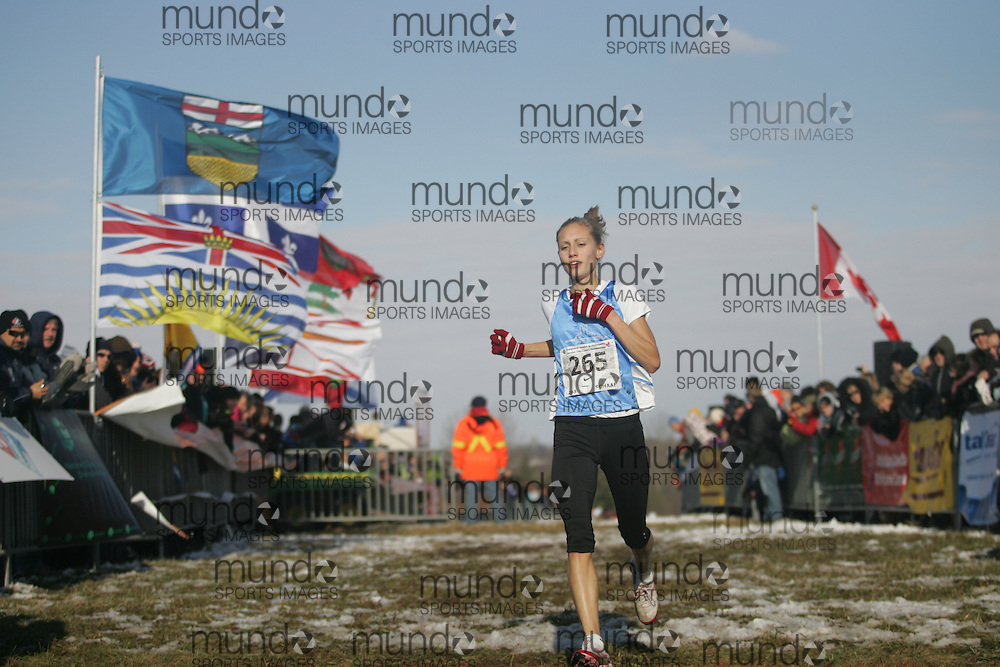 Guelph, Ontario ---29/11/08---  KENDRA SCHAAF runs in the junior women's race at the 2008 AGSI Canadian Cross Country Nationals in Guelph, Ontario November 29, 2008..Sean Burges Mundo Sport Images