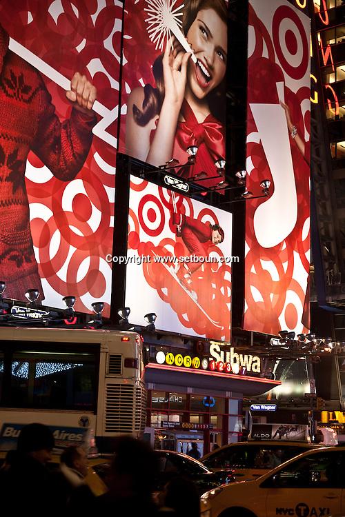 New York. times square at night . bilboard, advertising, in Times square area. / panneaux publicite , Times square scenes de rue,   New york - Etats unis