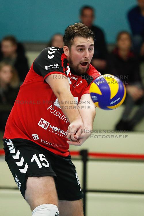 20181124 NED: Volleyball Top League ZVH - VCV: Zevenhuizen<br />Bobby Kooy (15) of MKB Accountants VCV <br />©2018-FotoHoogendoorn.nl / Pim Waslander