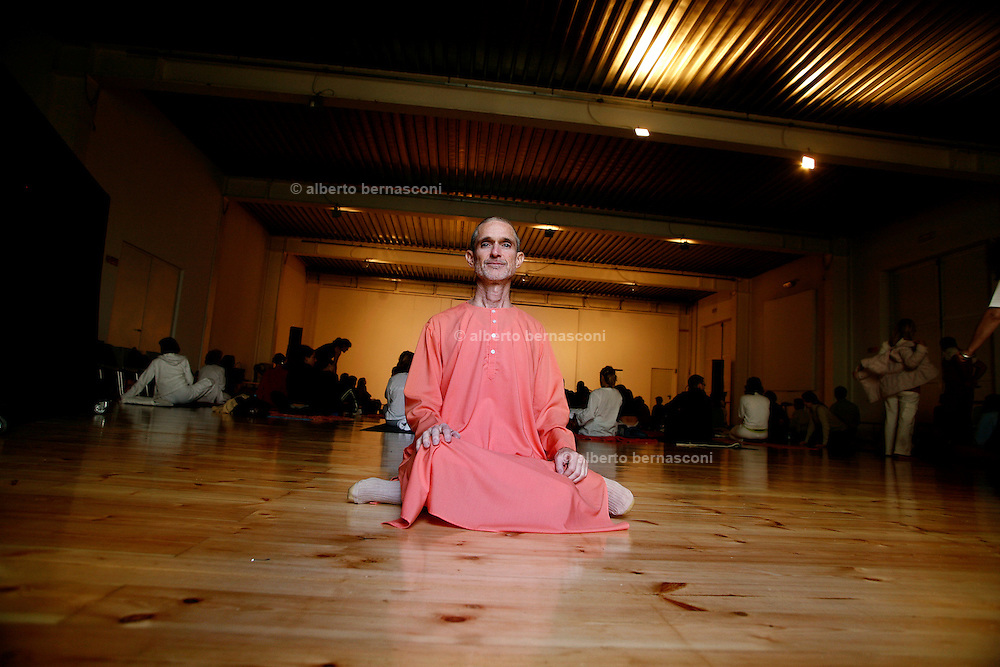 "Milano, festival dello yoga al superstudio. Swami RAMANANDA, presidente dell'integral Yoga Instituteof New York....Milan, yoga festival, Swami RAMANANDA, president of "" Integral Yoga Institute of New York"""