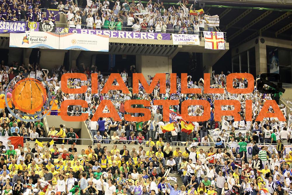 DESCRIZIONE : Barcellona Barcelona Eurolega Eurolegue 2010-11 Final Four Semifinale Semifinal Maccabi Elettra Tel Aviv Real Madrid<br /> GIOCATORE : fan supporter tifo<br /> SQUADRA : Real Madrid<br /> EVENTO : Eurolega 2010-2011<br /> GARA : Maccabi Elettra Tel Aviv Real Madrid<br /> DATA : 06/05/2011<br /> CATEGORIA :<br /> SPORT : Pallacanestro<br /> AUTORE : Agenzia Ciamillo-Castoria/ElioCastoria<br /> Galleria : Eurolega 2010-2011<br /> Fotonotizia : Barcellona Barcelona Eurolega Eurolegue 2010-11 Final Four Semifinale Semifinal Maccabi Elettra Tel Aviv Real Madrid<br /> Predefinita :