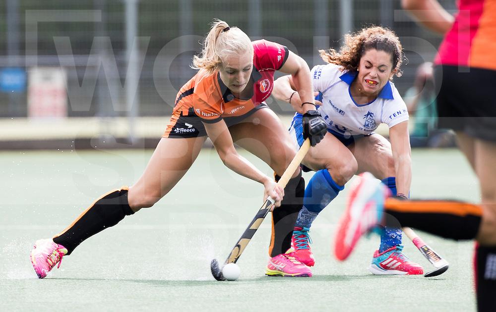 UTRECHT - HOCKEY - Kyra Fortuin (Oranje-Rood) met Georgina Oliva Isem (Kampong) tijdens de hoofdklasse hockeywedstrijd dames Kampong-Oranje-Rood (0-5) .COPYRIGHT KOEN SUYK