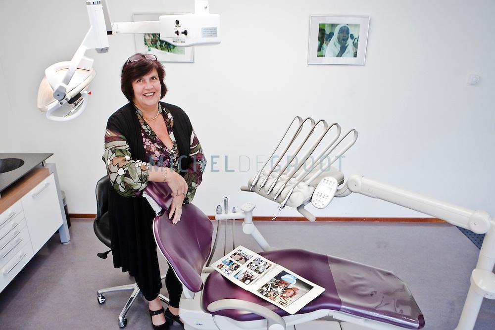 Nel Peerdeman, eigenaar van tandartspraktijk Peerdeman en initiatiefnemer van een tandheelkunde project in Kenia