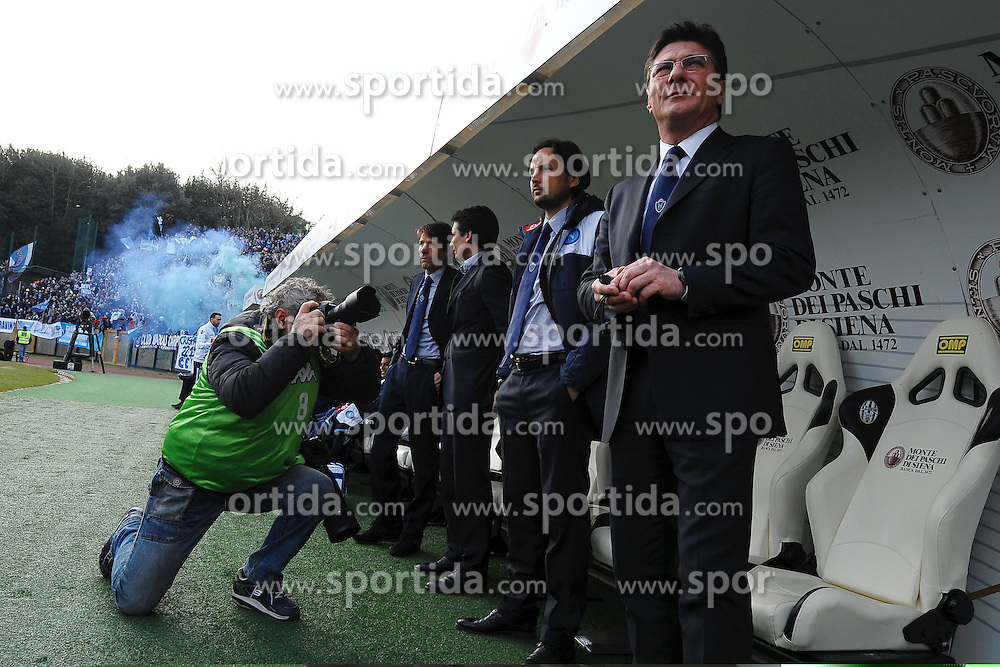 22.01.2012, Stadion Communale Artemio Franchi, Siena, ITA, Serie A, AC Siena vs SSC Neapel, 19. Spieltag, im Bild Walter Mazzarri allenatore del Napoli // during the football match of Italian 'Serie A' league, 19th round, between AC Siena and SSC Neapel at Comunale Artemio Franchi stadium, Siena, Italy on 2012/01/22. EXPA Pictures © 2012, PhotoCredit: EXPA/ Insidefoto/ Andrea Staccioli..***** ATTENTION - for AUT, SLO, CRO, SRB, SUI and SWE only *****