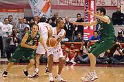 DESCRIZIONE : Milano Lega A 2011-12 EA7 Emporio Armani Milano Montepaschi Siena<br /> GIOCATORE : Nichilas Drew<br /> CATEGORIA : palleggio blocco<br /> SQUADRA : EA7 Emporio Armani Milano<br /> EVENTO : Campionato Lega A 2011-2012<br /> GARA : EA7 Emporio Armani Milano Montepaschi Siena<br /> DATA : 13/11/2011<br /> SPORT : Pallacanestro<br /> AUTORE : Agenzia Ciamillo-Castoria/GiulioCiamillo<br /> Galleria : Lega Basket A 2011-2012<br /> Fotonotizia : Milano Lega A 2011-12 EA7 Emporio Armani Milano Montepaschi Siena<br /> Predefinita :