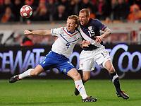 Fotball<br /> Nederland v USA<br /> 03.03.2010<br /> Foto: Witters/Digitalsport<br /> NORWAY ONLY<br /> <br /> v.l. Dirk Kuyt, Jay Demerit USA<br /> Fussball Testspiel Niederlande - USA