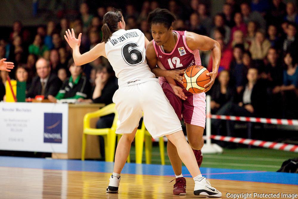 368538- Basketbal: Katelijne - Arras-6 Ilse Van den Vonder en 12 Kristie Bade