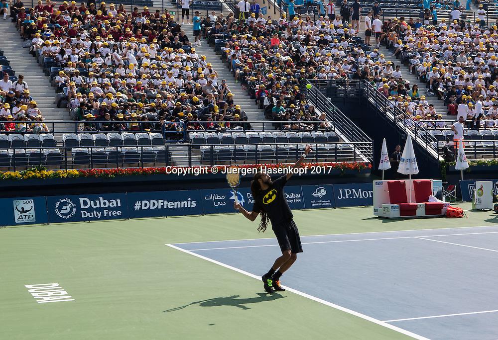 Dubai Tennis Feature,Schulkinder auf der Tribuene,Kids Day, Dustin Brown im Vordergrund<br /> <br /> <br /> Tennis - Dubai Duty Free Tennis Championships - ATP/WTA/ITF -  Dubai Duty Free Tennis Stadium - Dubai -  - United Arab Emirates  - 27 February 2017. <br /> &copy; Juergen Hasenkopf