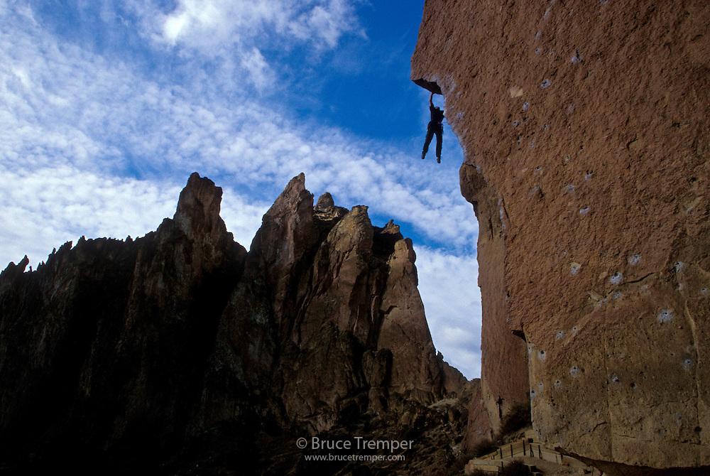 Seth Shaw passing the crux of Chain Reaction, Smith Rocks, Oregon.