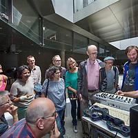 Nederland, Amsterdam, 2 juli 2017.<br />GENETIC CHOIR presenteert SOUNDWALKS  AMSTERDAM CS<br />Op de foto: Het publiek luistert naar eigengemaakte soundloops<br /><br />Geluidswandelingen (bovengronds): Geluidswandelingen op Amsterdam CS, waarbij u de geluiden van het station als symfonie leert ervaren. Na afloop kunt u zelf geluidssamples bijdragen voor het concert van 2 juli.<br />Het vocale improvisatie ensemble Genetic Choir maakt geluiden van het station als muziekstuk beluisterbaar. In het ondergrondse nieuwe metrostation Amsterdam CS van de Noord/Zuidlijn verklankt het koor, samen met laptopmusicus Robert van Heumen en met participatie van het publiek, gesampelde stationsgeluiden ter plekke tot een concert. De première van Loop-Copy-Mutate vindt plaats in vier concerten op zondag 2 juli 2017. De locatie is het bordes van het metrostation Amsterdam CS van de Noord/Zuidlijn. Doel van de première op 2 juli: Genetic Choir creëert met het publiek een muziekstuk zo levend en veranderlijk als de stad zelf<br /><br /><br />Foto: Jean-Pierre Jans