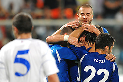 07.09.2010, Stadio Artemio Franchi, Florenz, ITA, UEFA 2012 Qualifier, Italia v Faer Oer, im Bild Esultanza dopo il gol di Daniele DE ROSSI.EXPA Pictures © 2010, PhotoCredit: EXPA/ InsideFoto/ Andrea Staccioli *** ATTENTION *** FOR AUSTRIA AND SLOVENIA USE ONLY! / SPORTIDA PHOTO AGENCY