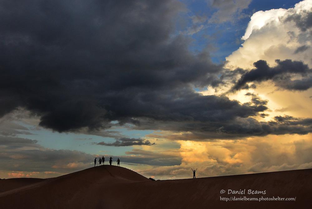 Hiking on sand dunes in Isosog