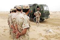 10 DEC 2004, ABU DHABI/UNITED ARAB EMIRATES:<br /> Irakische Soldaten und ein Soldat des Ausbildungskommandos der Bundeswehr fuer irakische Soldaten waehrend der praktischen Fahrausbildung mit LKWs der Bundeswehr, bei Abu Dhabi<br /> IMAGE: 20041210-01-024<br /> KEYWORDS: Reise, Vereinigte Arabische Emirate, VAE, UAE