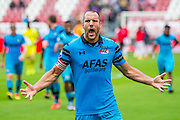UTRECHT - 21-08-2016, FC Utrecht - AZ, Stadion Galgenwaard, 1-2, AZ speler Ron Vlaar jucht na afloop, juichen.