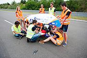 Lieske Yntema zit klaar voor de recordpoging. Het Human Power Team Delft en Amsterdam (HPT), dat bestaat uit studenten van de TU Delft en de VU Amsterdam, is in Senftenberg voor een poging het laagland sprintrecord te verbreken op de Dekrabaan. In september wil het HPT daarna een poging doen het wereldrecord snelfietsen te verbreken, dat nu op 133 km/h staat tijdens de World Human Powered Speed Challenge.<br /> <br /> Lieske Yntema is ready for her record attempt. With the special recumbent bike the Human Power Team Delft and Amsterdam, consisting of students of the TU Delft and the VU Amsterdam, is in Senftenberg (Germany) for the attempt to set a new lowland sprint record on a bicycle. They also wants to set a new world record cycling in September at the World Human Powered Speed Challenge. The current speed record is 133 km/h.