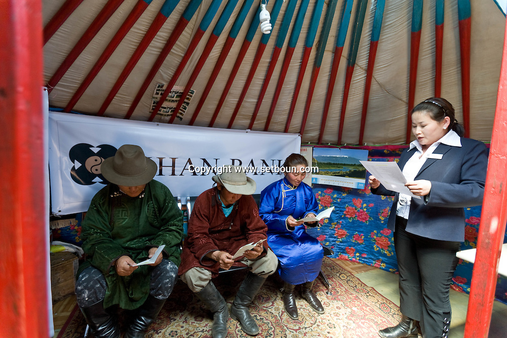 Mongolia. The Khan bank , the largest bank in  has some moving office in yurts , around the steppe, just next to the nomads camps to provide them direct services via satellite  Ulan Baatar  / La Khan Bank , la plus grande banque de Mongolie installe des guichets itinerants dans la steppe, sous des yourtes, juste a cote des campements nomades  Oulan Bator - Mongolie