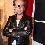 NLD/Hilversum/20140404 - Dennis van de Ven tijdens de presentatie van het nieuwe RTL-programma ZaterdagavondJURK,