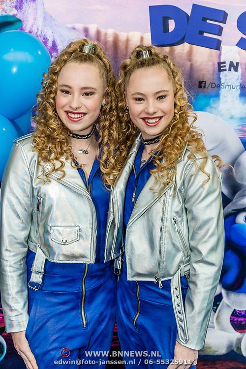 NLD/Amsterdam/20170318 - première De Smurfen en het Verloren Dorp, Mylene en Rosanne Waalewijn
