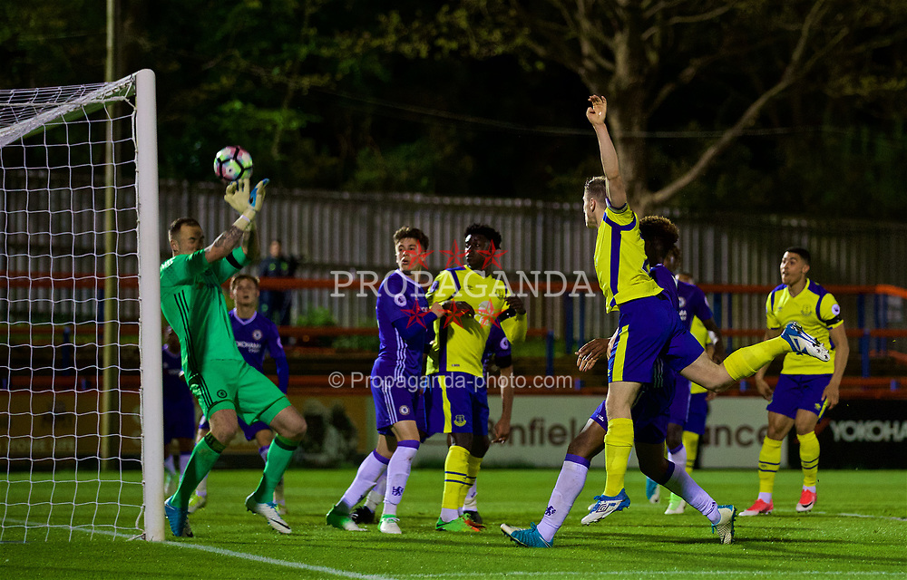 ALDERSHOT, ENGLAND - Friday, April 21, 2017: Everton's captain Jonjoe Kenny sees his last minute header saved by Chelsea's goalkeeper Mitchell Beeney during FA Premier League 2 Division 1 Under-23 match at the Recreation Ground. (Pic by David Rawcliffe/Propaganda)