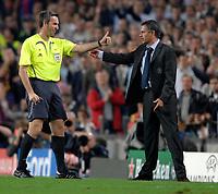 Photo: Richard Lane.<br /> Barcleona v Chelsea. UEFA Champions League, Group A. 31/10/2006. <br /> Referee, Stefano Farina talks to Chelsea manager, Jose Mourinho.