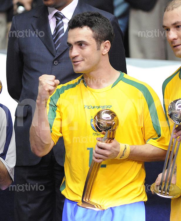 Fussball  International  FIFA  FUTSAL WM 2008   19.10.2008 Finale Brasilien - Spanien Brazil -  Spain Falcao (BRA) freut sich ueber die Auszeichnung Adidas Golden Ball fuer den besten Spieler des Turniers