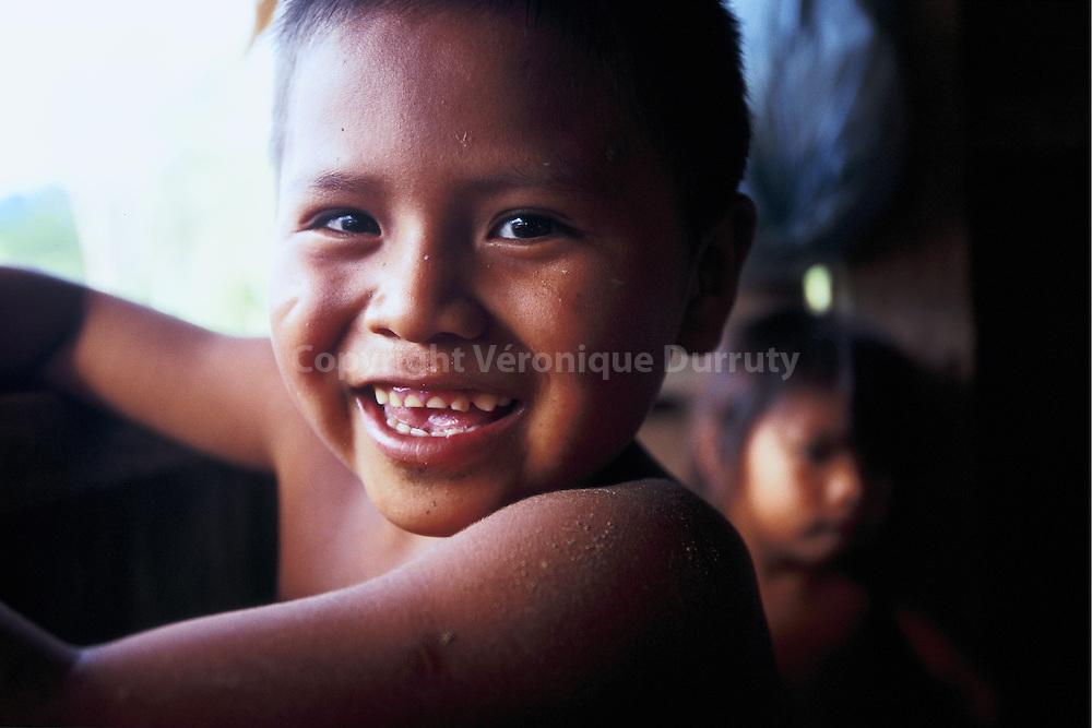 7 groupes amerindiens sont presents a Panama. Les Naso ou Teribe sont le plus petit groupe, et comprend environ 3000 personnes qui vivent sur les rives du rio Teribe, dans la province de Bocas del Toro.  7 groups of American Indians live in Panama. Naso or Teribe people is the smallest group. They are around 3,000 living along Teribe River, in Bocas del Toro province.