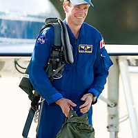 Canadian Space Agency mission specialist Steven MacLean leaves the tarmac with his gear after arriving for dress rehearsal in Cape Canaveral, Fla. on August 7, 2006. MacLean will fly on the Space Shuttle Atlantis on its upcoming mission to International Space Station. REUTERS/Scott Audette (UNITED STATES)