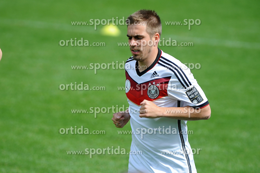 28.05.2014, Sportplatz, St. Martin Passeirtal, ITA, FIFA WM, Vorbereitung Deutschland, im Bild Philipp Lahm (FC Bayern Muenchen) beim Lauftraining, // during Trainingscamp of Team Germany for Preparation of the FIFA Worldcup Brasil 2014 at the Sportplatz in St. Martin Passeirtal, Italy on 2014/05/28. EXPA Pictures &copy; 2014, PhotoCredit: EXPA/ Eibner-Pressefoto/ Stuetzle<br /> <br /> *****ATTENTION - OUT of GER*****