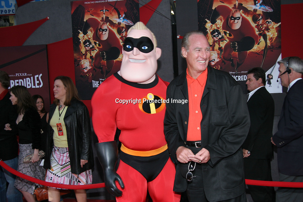 Craig T. Nelson<br />&quot;The Incredibles&quot; Film Premiere - Arrivals<br />El Capitan Theatre<br />Hollywood, CA, USA<br />Sunday, October 24, 2004<br />Photo By Celebrityvibe.com/Photovibe.com, <br />New York, USA, Phone 212 410 5354, <br />email: sales@celebrityvibe.com