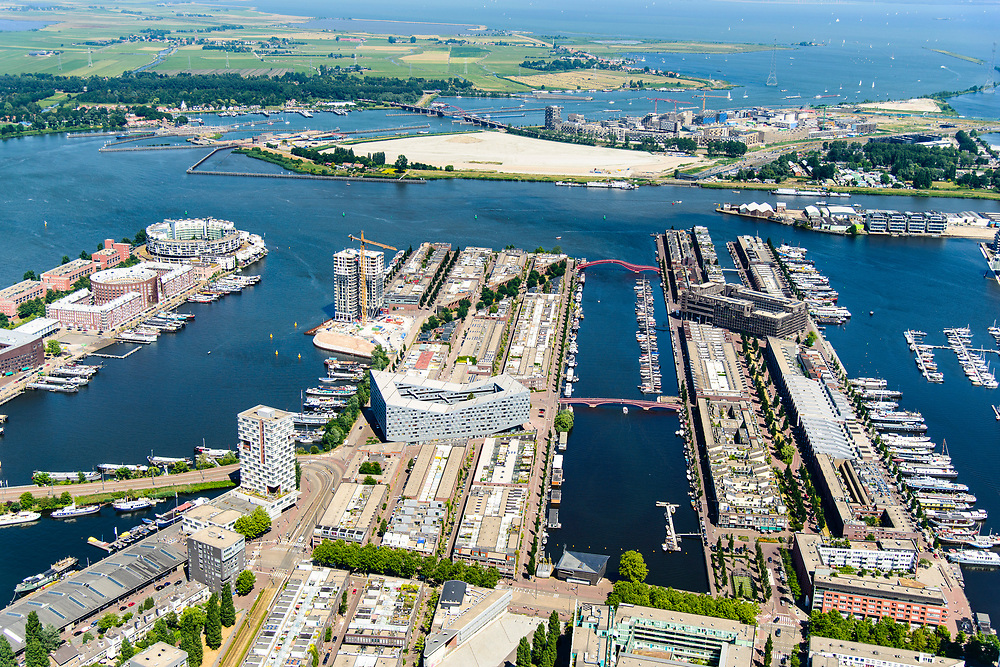 Nederland, Noord-Holland, Amsterdam, 29-06-2018; Zeeburg, voormalige Stadsrietlanden. KNSM eiland net Verbindingsdam (links), Sporenburg, Borneo-eiland, Ertshaven, Entrepothaven.<br /> Former eastern port area, now residential area.<br /> <br /> luchtfoto (toeslag op standard tarieven);<br /> aerial photo (additional fee required);<br /> copyright foto/photo Siebe Swart