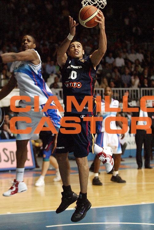 DESCRIZIONE : Cantu Lega A1 2005-06 Vertical Vision Cantu Lottomatica Virtus Roma <br />GIOCATORE : Sconochini<br />SQUADRA : Lottomatica Virtus Roma<br />EVENTO : Campionato Lega A1 2005-2006<br />GARA : Vertical Vision Cantu Lottomatica Virtus Roma<br />DATA : 23/04/2006<br />CATEGORIA : Tiro<br />SPORT : Pallacanestro<br />AUTORE : Agenzia Ciamillo-Castoria/S.Ceretti
