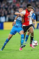 ROTTERDAM - Feyenoord - AZ , Voetbal , Eredivisie, Seizoen 2015/2016 , Stadion de Kuip , 25-10-2015 , AZ speler Dabney dos Santos Souza (l) in duel met Speler van Feyenoord Terence Kongolo (r)