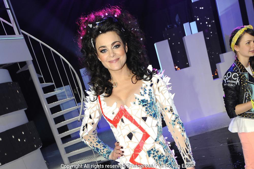 Uitslag van het Junior Eurovisie Songfestival 2012 in de Heineken Music Hall.<br /> <br /> op de foto:   Presentatrice Kim-Lian van der Meij in een speciaal voor het Songfestival ontworpen ijsjurk van kostuumontwerper Tycho Boeker
