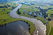 Nederland, Gelderland Veluwe, IJsseldal, 06-09-2010; IJssel ten noorden van Zutphen in zuidelijke richting, links De Ravenswaarden, rechts de Rammelwaard met ruine Slot Nijenbeek  (Het Hooge Huis). Op het tweede plan De Voorster Klei..Valley of river IJssel north of Zutphen.luchtfoto (toeslag), aerial photo (additional fee required).foto/photo Siebe Swart